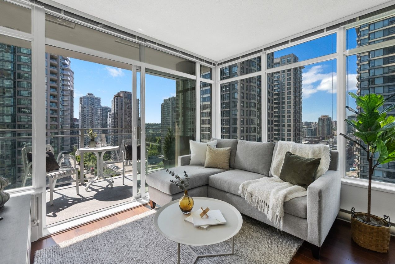 Yaletown Condo for sale: The Beasley 2 Bedrooms+Den 800 sq.ft.