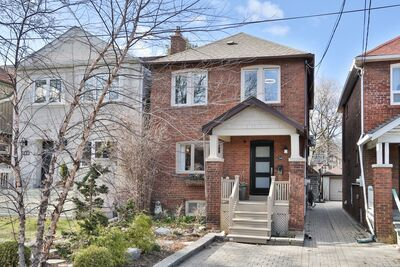Davisville Village  House for sale:  3 bedroom  Stainless Steel Appliances, Tile Backsplash, Rain Shower, Glass Shower, Hardwood Floors 2,005 sq.ft. (Listed 2021-04-05)