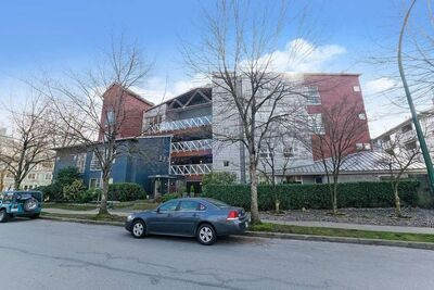 South Marine Apartment/Condo for sale:  2 bedroom 907 sq.ft. (Listed 2021-03-04)
