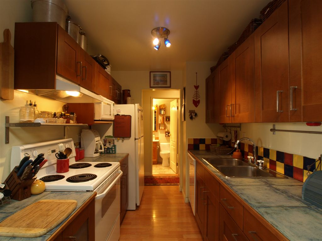 Lower Lonsdale Condo for sale: Portree House 2 bedroom 888 sq.ft. (Listed 2009-09-15)