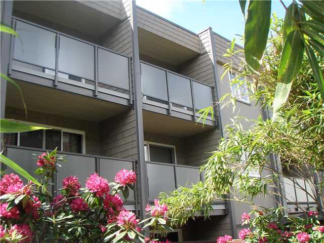 Lower Lonsdale Apartment for sale: FORBES MANOR 1 bedroom 623 sq.ft. (Listed 2011-01-20)
