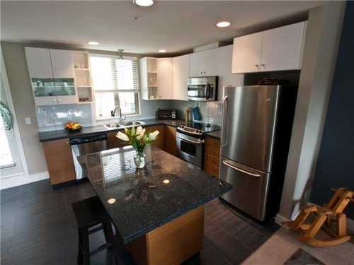 Hamilton Townhouse for sale:  2 bedroom 1,091 sq.ft. (Listed 2011-05-10)
