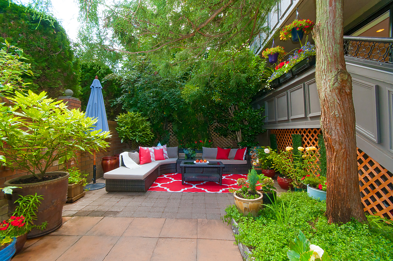 South Granville SOUTH GRANVILLE CONDO WITH DECK AND YARD! for sale: LANDMARK GRAND 2 bedroom 889 sq.ft. (Listed 2018-07-08)