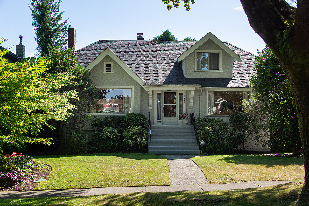 Point Grey POINT GREY CLASSIC ON A SUB-DIVIDABLE 66' LOT for sale:  4 bedroom  (Listed 2019-11-13)