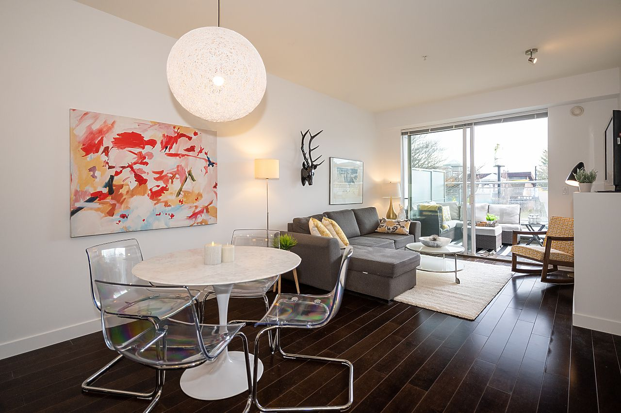 Main Street LARGE 1 BEDROOM CONDO WITH HUGE DECK for sale: 3333 Main 1 PLUS OFFICE PLUS FLEX Stainless Steel Appliances, Hardwood Floors 699 sq.ft. (Listed 2021-02-24)