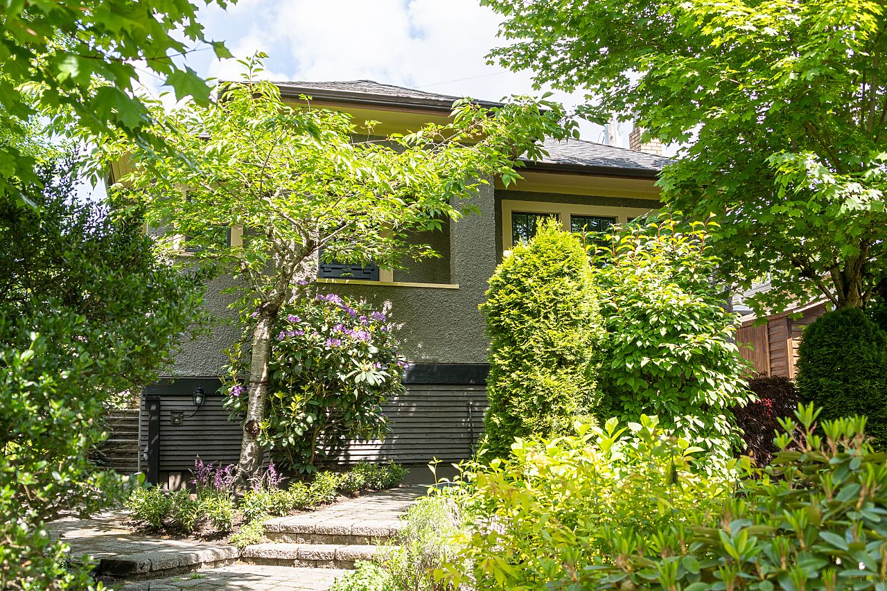 Vancouver FAB HERITAGE-STYLE LANEWAY HOUSE WITH REVENUE SUITE for sale:  3 plus den 1,859 sq.ft. (Listed 2021-05-08)