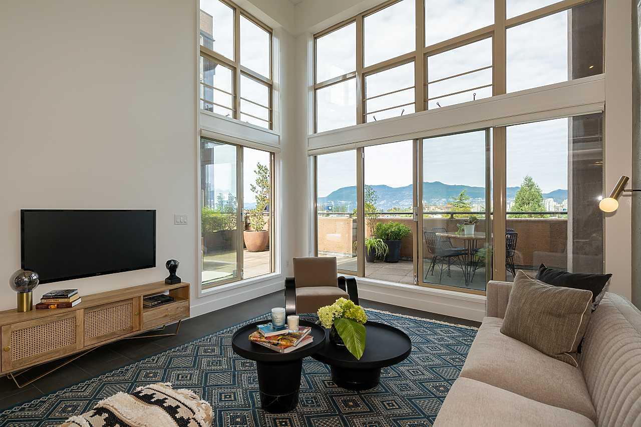 South Granville CHIC SOUTH GRANVILLE LIVE/WORK LOFT for sale:  1 bedroom 930 sq.ft. (Listed 2021-09-24)