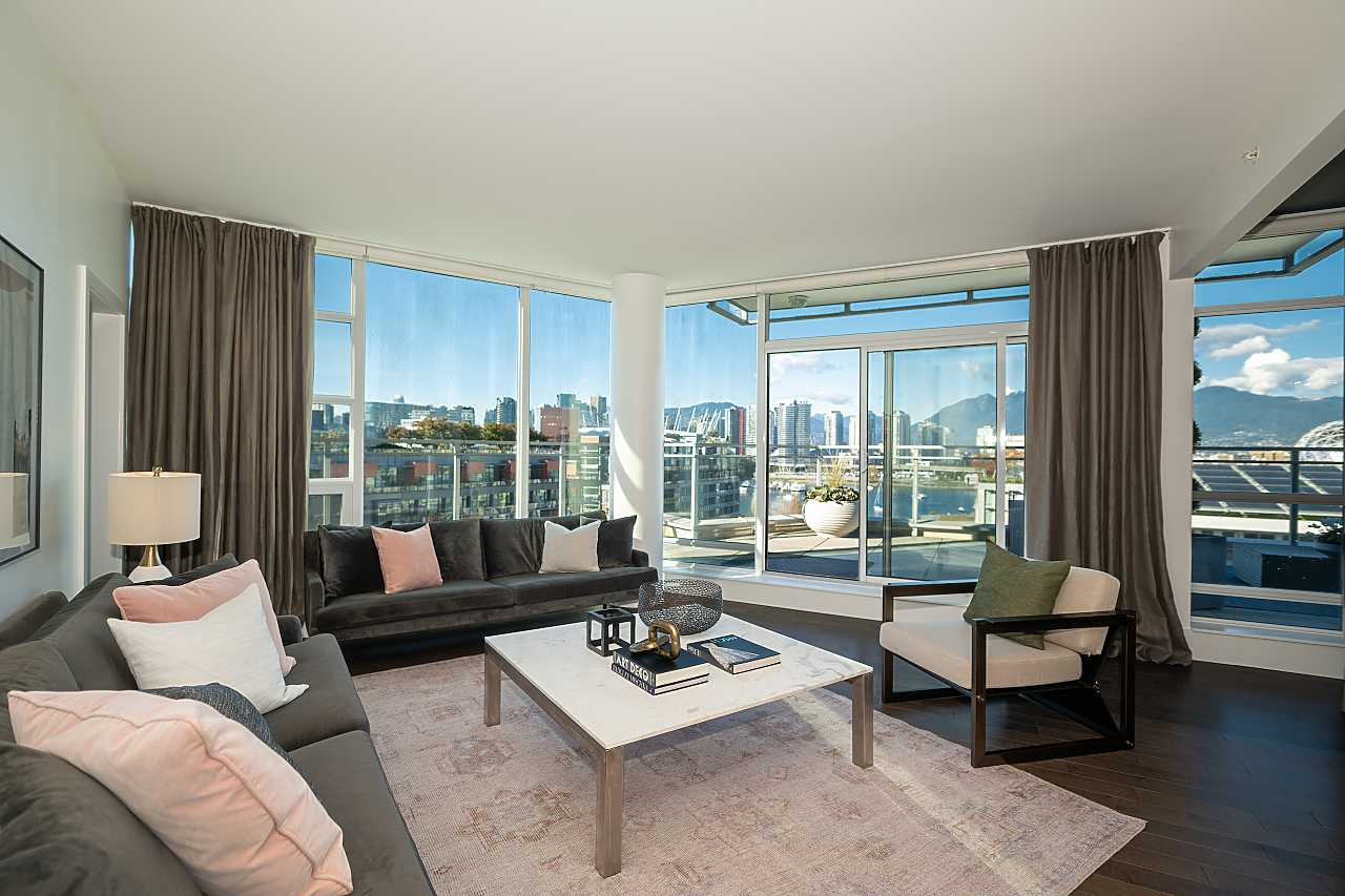 Vancouver CHIC ATHLETES' VILLAGE VIEW CONDO for sale:  3 bedroom 1,202 sq.ft. (Listed 2021-10-11)