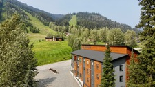 Sun Peaks Hotel: The Burfield Hotel 34 bedroom