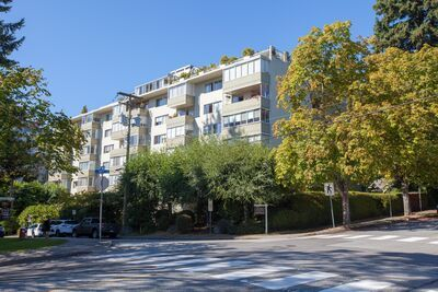 Ambleside Condo for sale: Oceanbrook Apartments 2 bedroom 981 sq.ft.