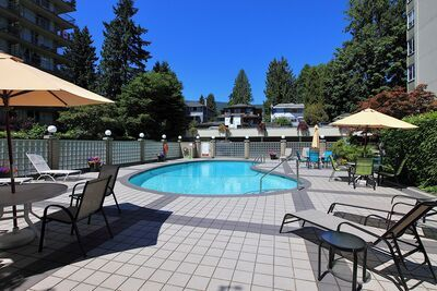 102 1425 Esquimalt Avenue, Ambleside Apartment/Condo for sale: Oceanbrook Apartments 1 bedroom 602 sq.ft. (Listed 2021-02-16)