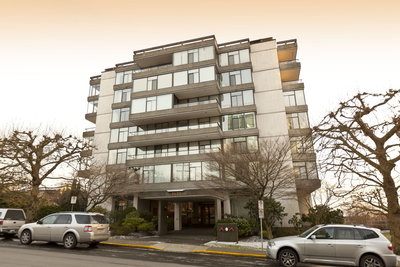 Ambleside Condo for sale:  2 bedroom 1,000 sq.ft. Penny Mitchell group west vancouver ambleside