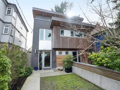 Trout Lake 1/2 Duplex for sale:  4 bedroom 1,745 sq.ft. (Listed 2020-05-21)
