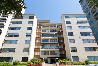 West End VW Apartment - Co-Op for sale: Beach Townhouse Apartments 1 bedroom 821 sq.ft. (Listed 2020-11-11)