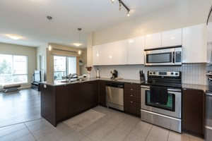 Whalley Condo for sale:  2 bedroom 876 sq.ft. (Listed 2020-01-03)