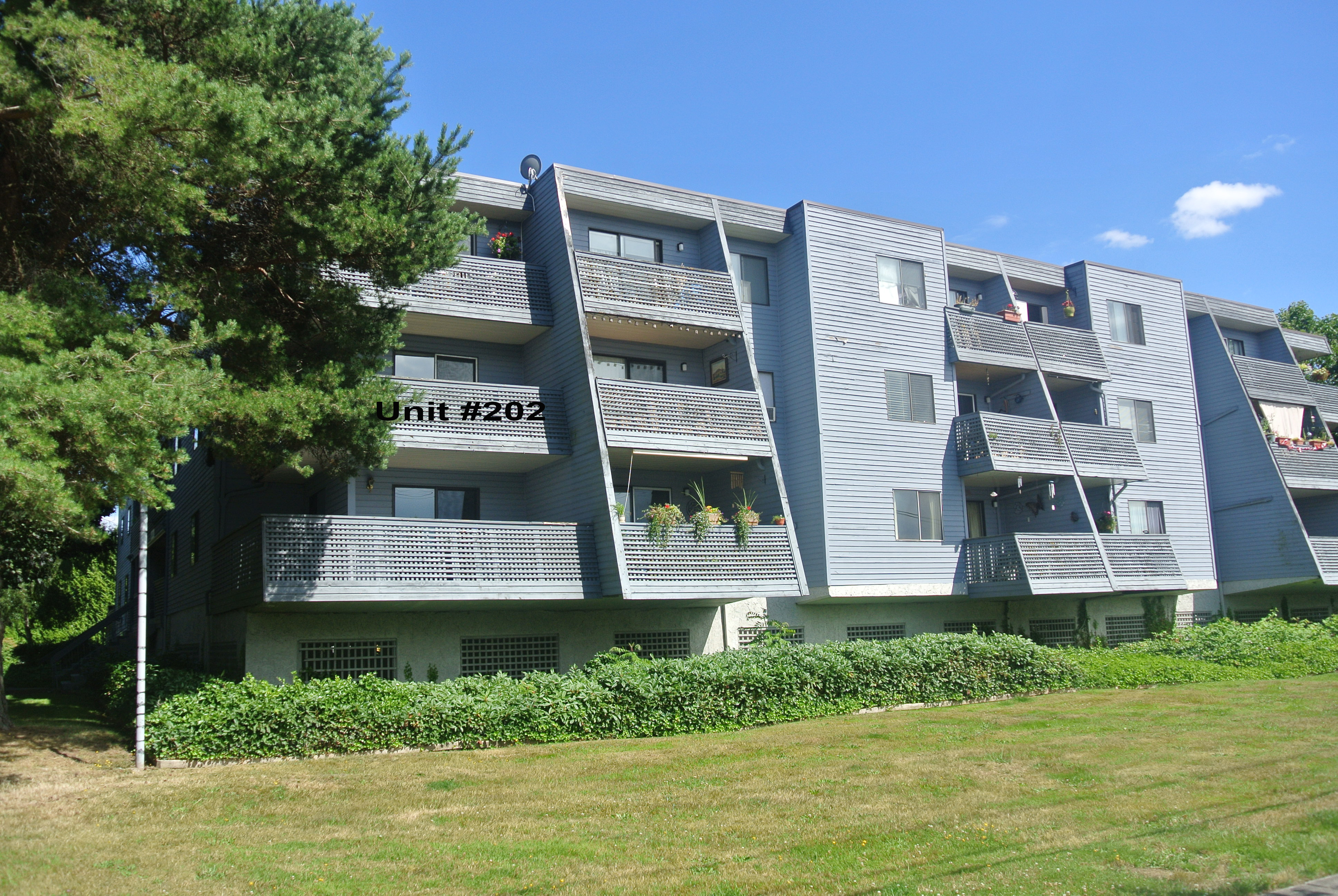 Cloverdale Condo for sale: Wyndham Estates 2 bedroom 900 sq.ft. (Listed 2016-07-20)