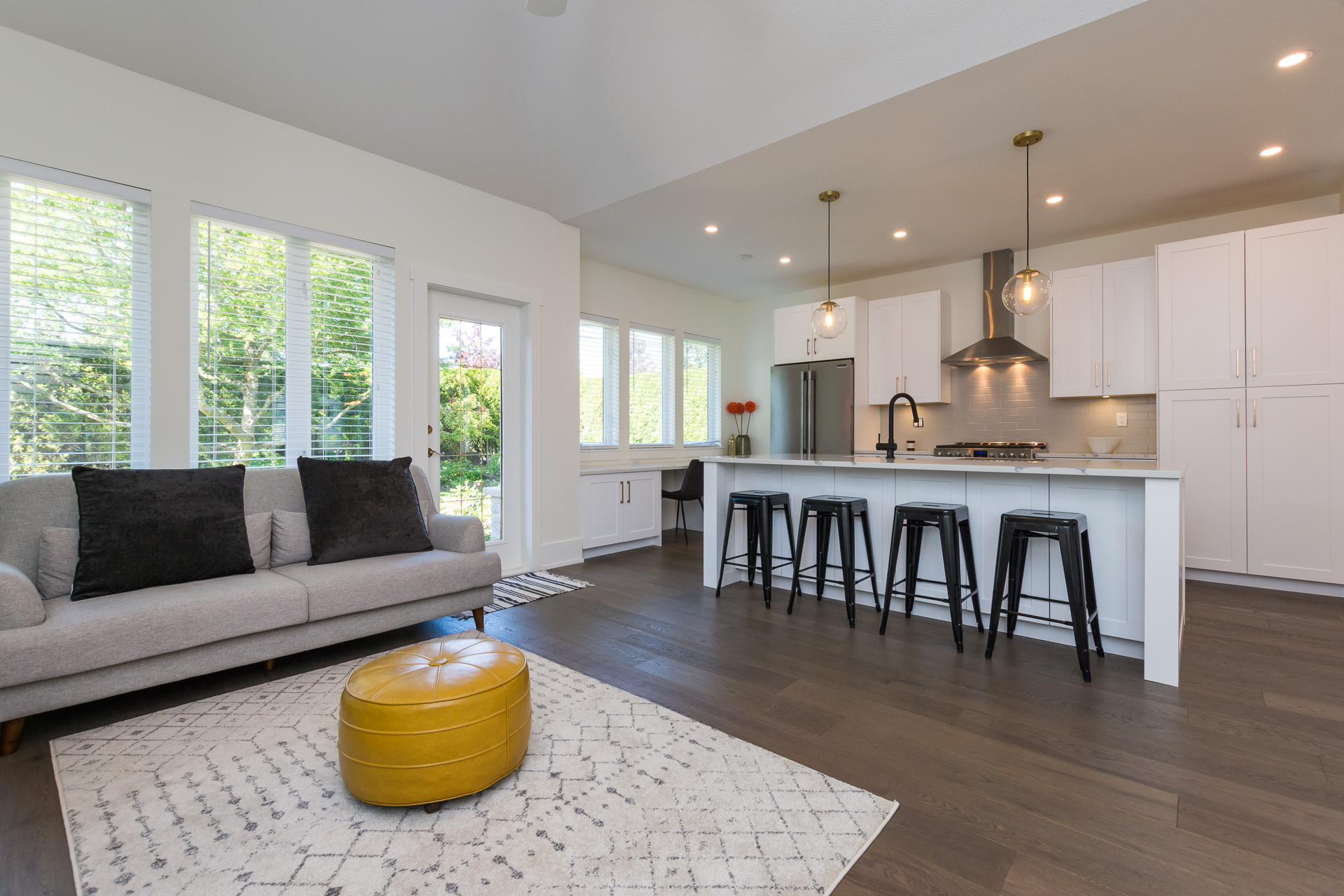 South Surrey/White Rock Townhouse for sale: Meridian Park Estates 2 bedroom  Stainless Steel Appliances, Marble Countertop, Tile Backsplash, Rain Shower, Glass Shower, Marble Counters, Hardwood Floors, Dark Hardwood Floors 1,607 sq.ft. (Listed 2019-01-11)