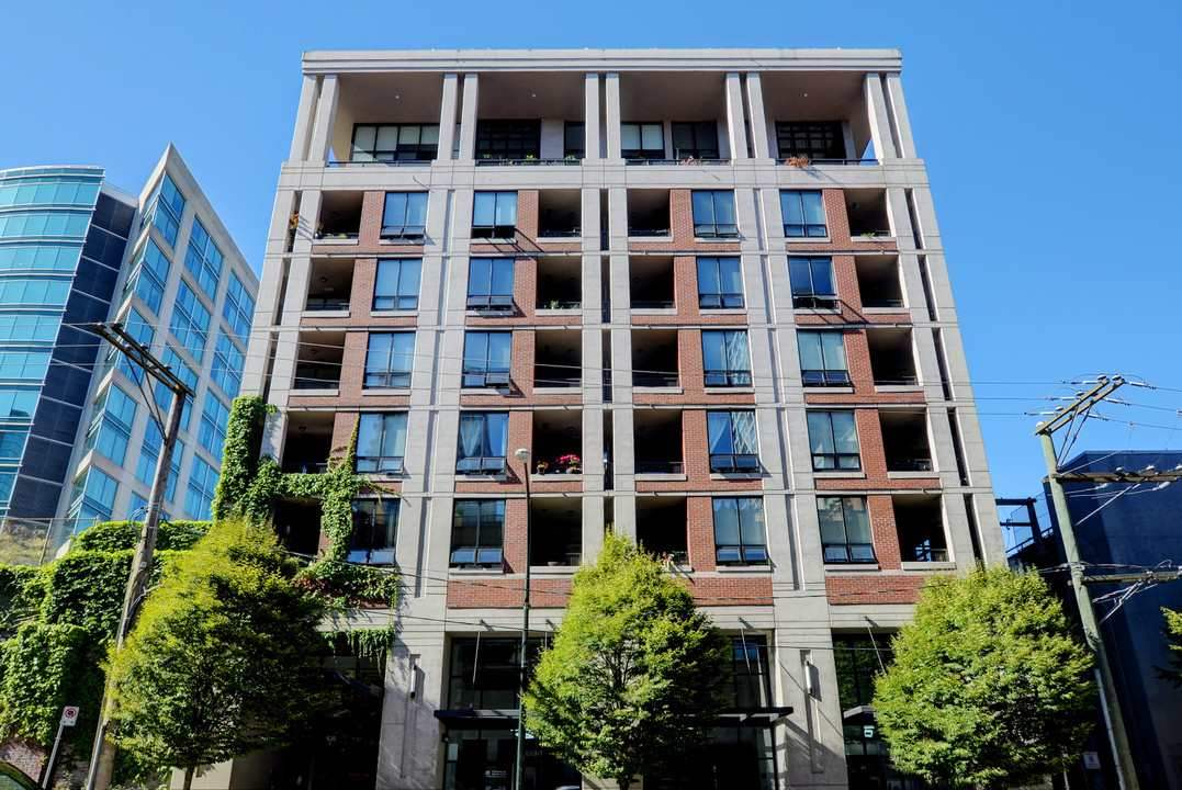 Vancouver West Condo for sale: Metroliving 1 Bdrm + Den 558 sq.ft. (Listed 2019-06-04)