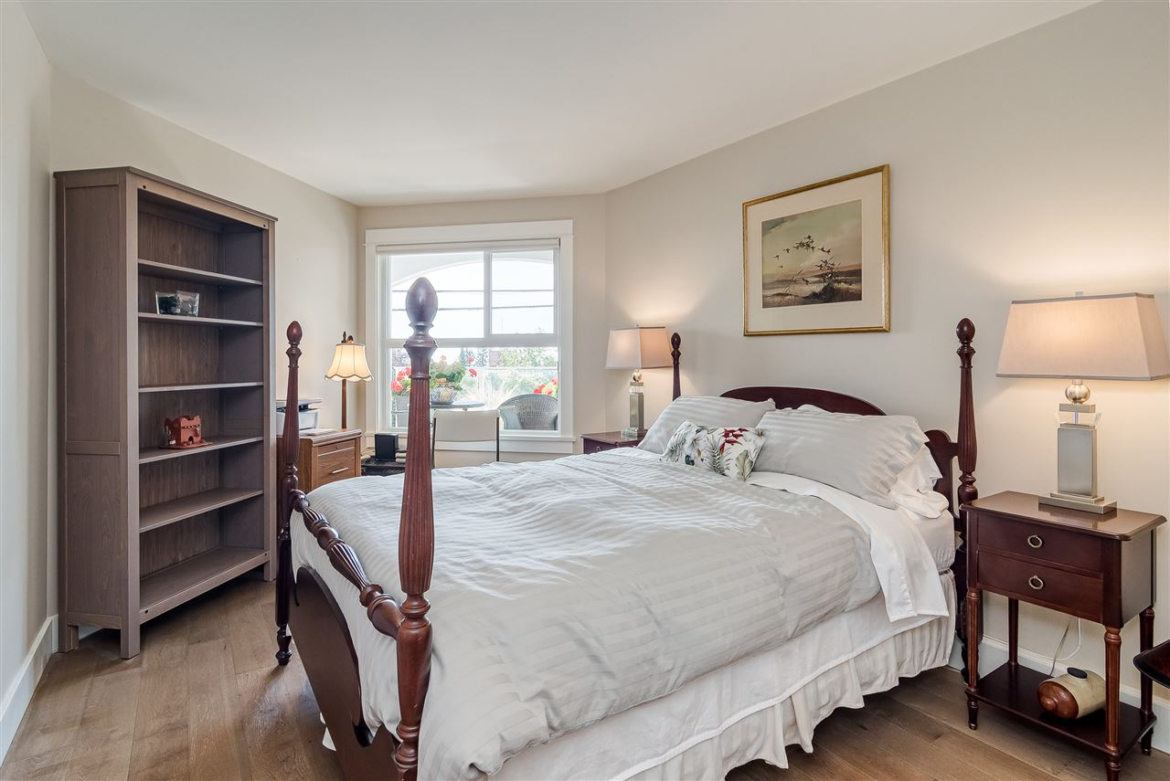 White Rock Condo for sale:  2 bedroom 1,406 sq.ft. (Listed 2019-11-15)