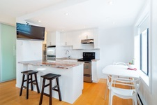 Vancouver West Condo for sale: The Lamplighter 1 bedroom 584 sq.ft. (Listed 2019-02-20)