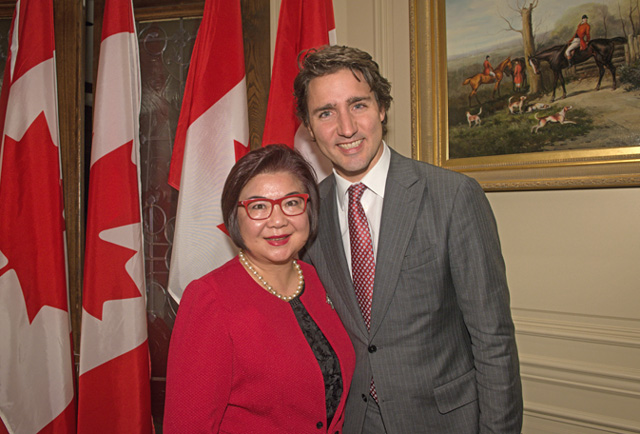 Winnie Y. Chung and Prime Minister Justin Trudeau