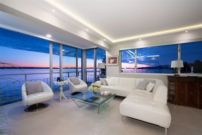 Dundarave Condo for sale:  1 bedroom 1,288 sq.ft. (Listed 2020-01-10)