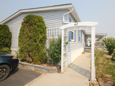 West Kelowna Estates Manufactured home for sale: Pinewoods Villa 3 bedroom 1,826 sq.ft. (Listed 2017-07-31)