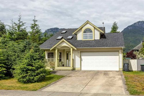 1024 WINDSOR PLACE Squamish