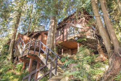 Deep Cove House for sale:  4 bedroom 2,328 sq.ft. (Listed 2017-10-13)