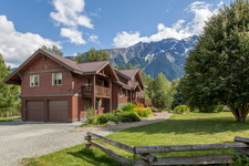 Pemberton House for sale:  4 bedroom 3,130 sq.ft. (Listed 2016-11-21)