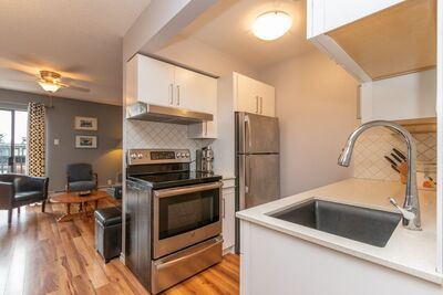 Central Lonsdale Apartment/Condo for sale:  2 bedroom 916 sq.ft. (Listed 2020-09-12)