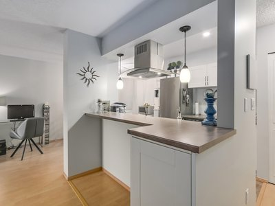 Central Lonsdale Apartment for sale: The Chesters 1 bedroom 679 sq.ft. (Listed 2018-02-26)