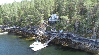 Blind Bay Oceanfront Cabin with Private Dock for sale: 3 bedroom 1,288 sq.ft. (Listed 2021-09-07)