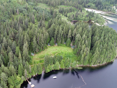 Powell River Lakefront Lodge for sale: (Listed 2018-04-12)
