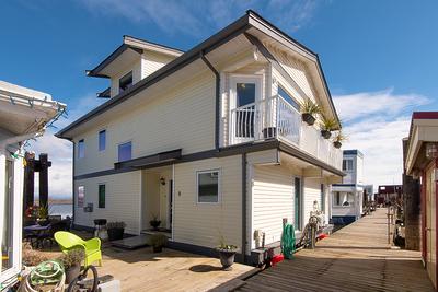 Ladner Rural Float Home for sale: Ladner Reach Marina 2 and den 2,039 sq.ft. (Listed 2019-04-04)
