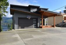 Sechelt District House/Single Family for sale:  8 bedroom 4,202 sq.ft. (Listed 2021-01-29)