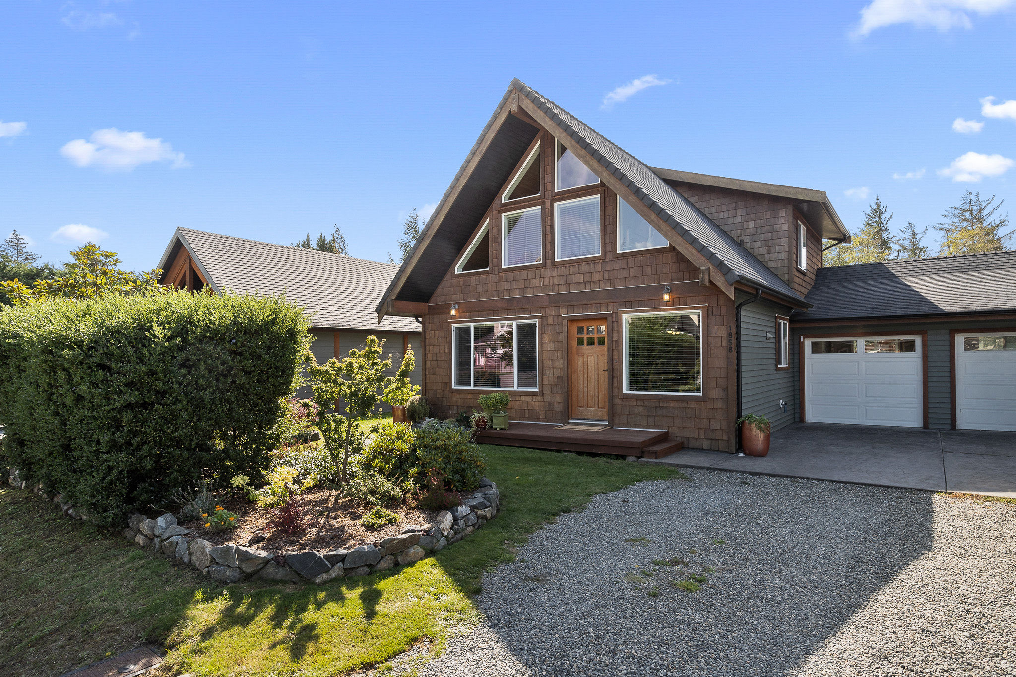 Gorgeous West-Coast Style Duplex For Sale in Sooke - 1858 Tominny Road - 3 bedrooms 2 bathrooms