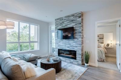 Grandview Surrey Condo for sale:  2 bedroom 950 sq.ft. (Listed 2019-07-17)