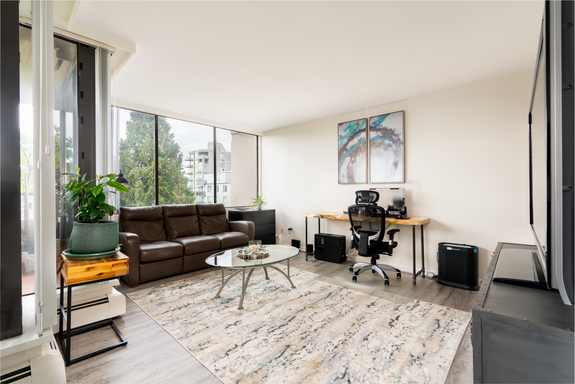 Ambleside Condo for sale:  2 bedroom 786 sq.ft. (Listed 2018-09-14)