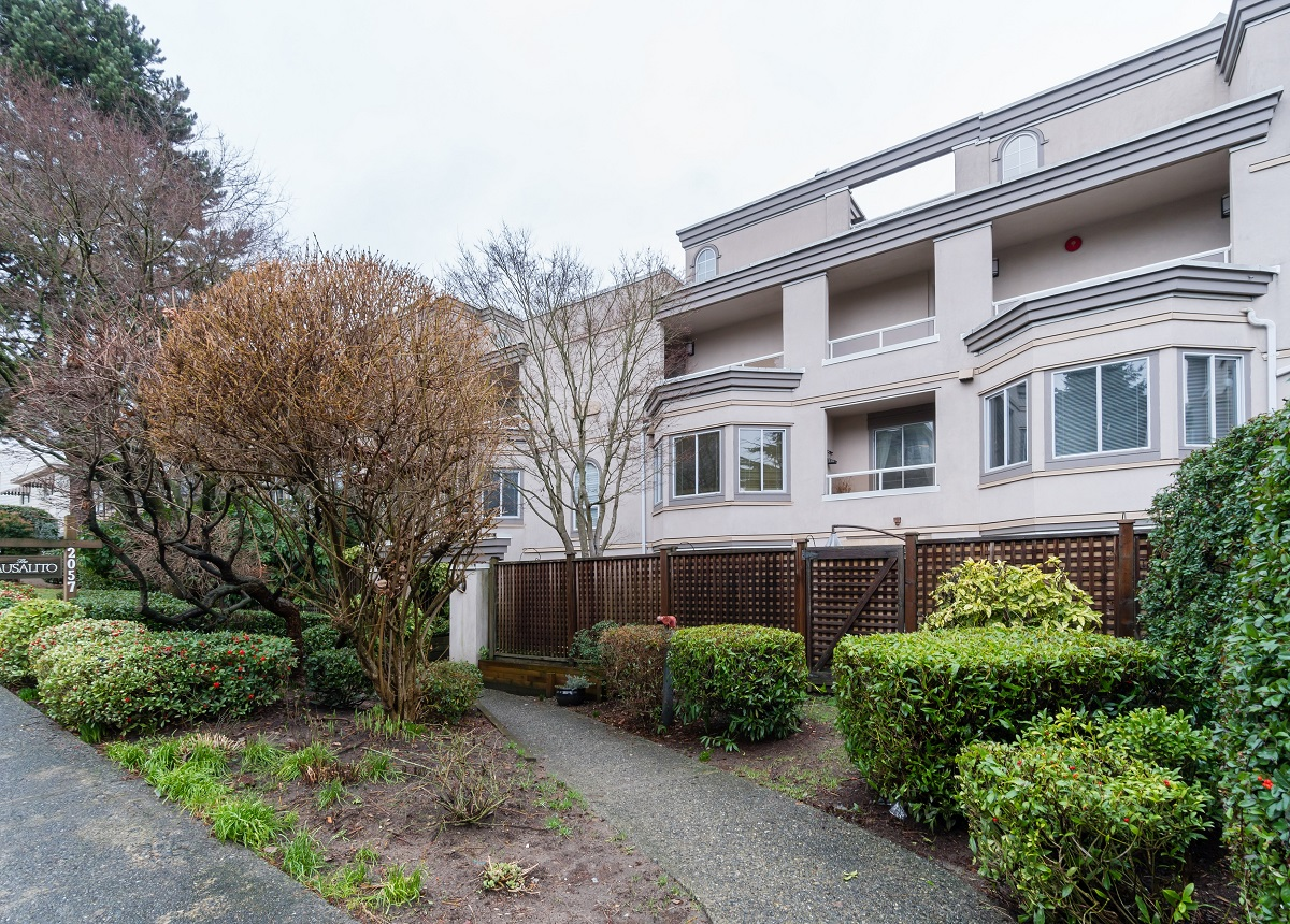 North Vancouver 2 duplexes(4 units) for sale:  2 bedroom 755 sq.ft. (Listed 2020-02-28)