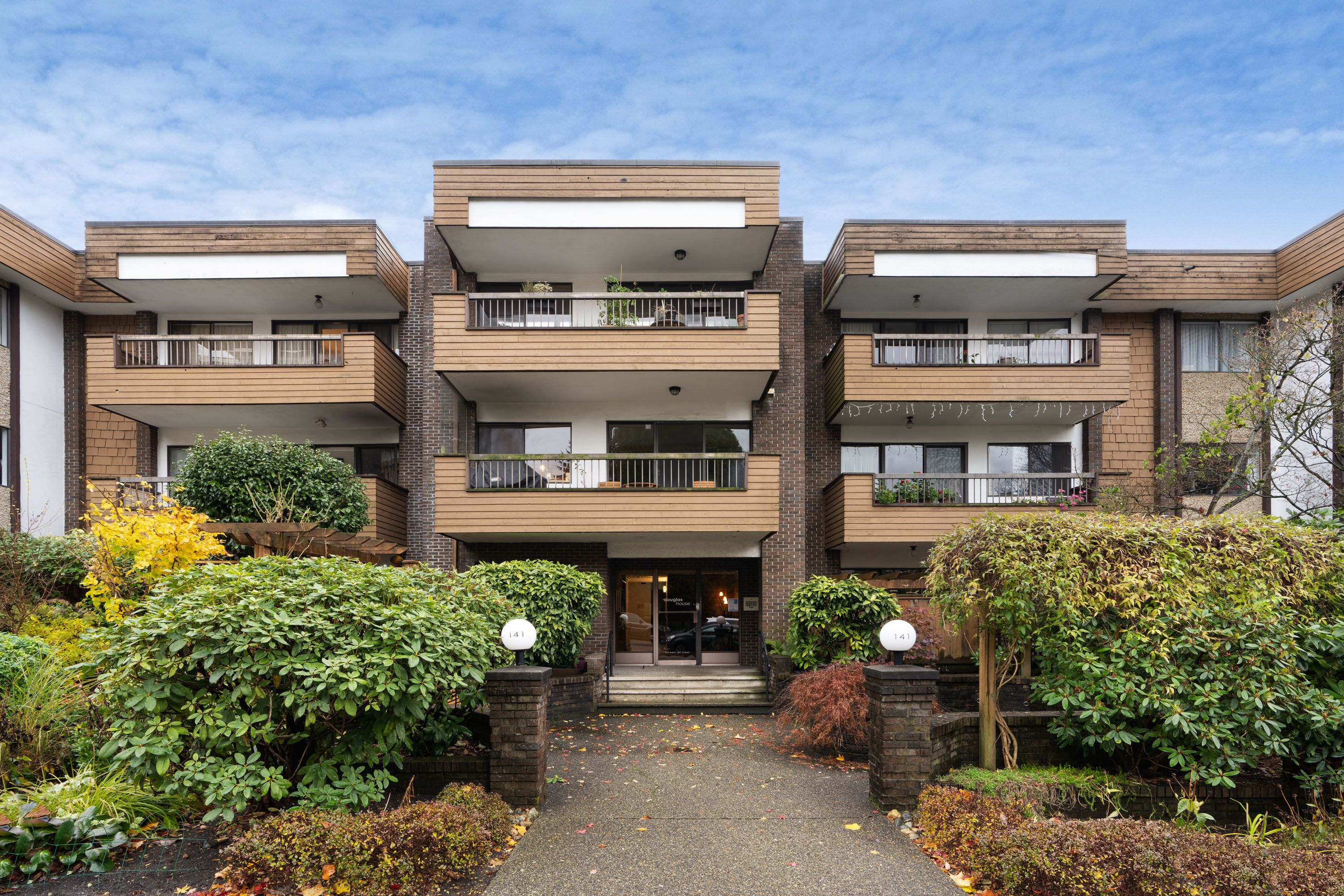North Vancouver Condo for sale:  1 bedroom 795 sq.ft. (Listed 2020-11-18)