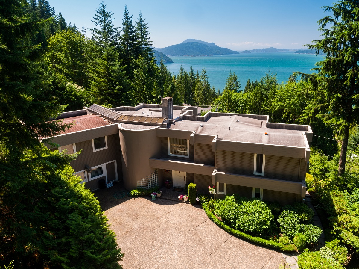 Lions Bay House for sale:  4 bedroom 4,076 sq.ft. (Listed 2018-10-19)