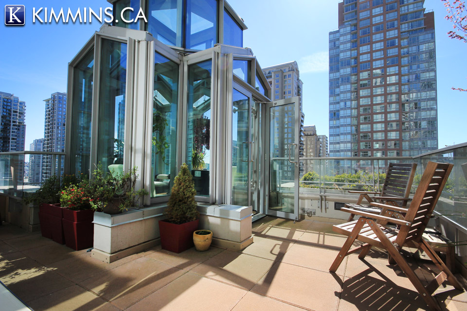 Kimmins and Associates Luxury Real Estate - Downtown Vancouver Condo for sale:  2 bedroom 757 sq.ft. V1000780