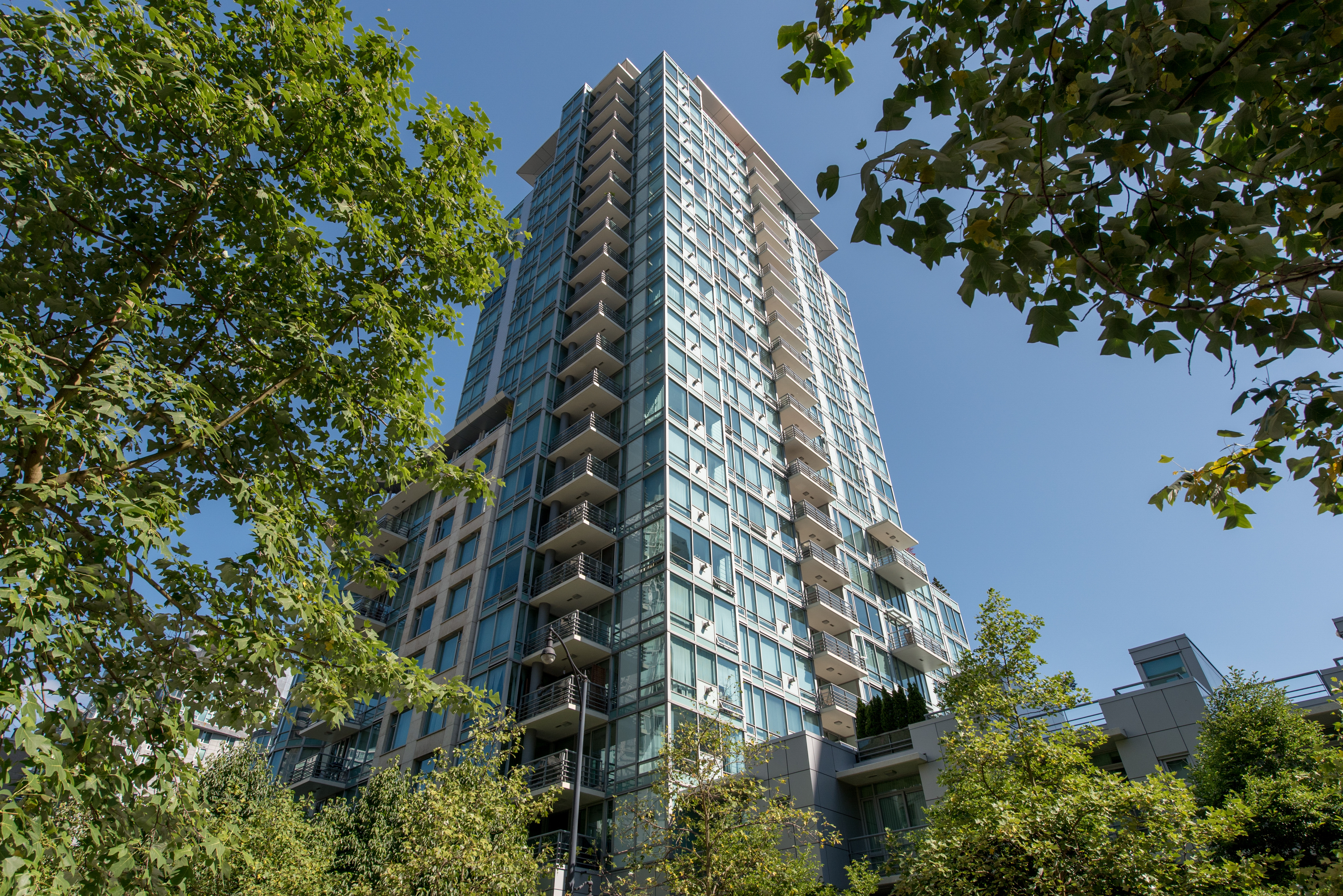 Coal Harbour Condo for sale: Cascina at Waterfront Place 2 bedroom  Stainless Steel Appliances, Granite Countertop, Plush Carpet 1,435 sq.ft. (Listed 2015-07-05)