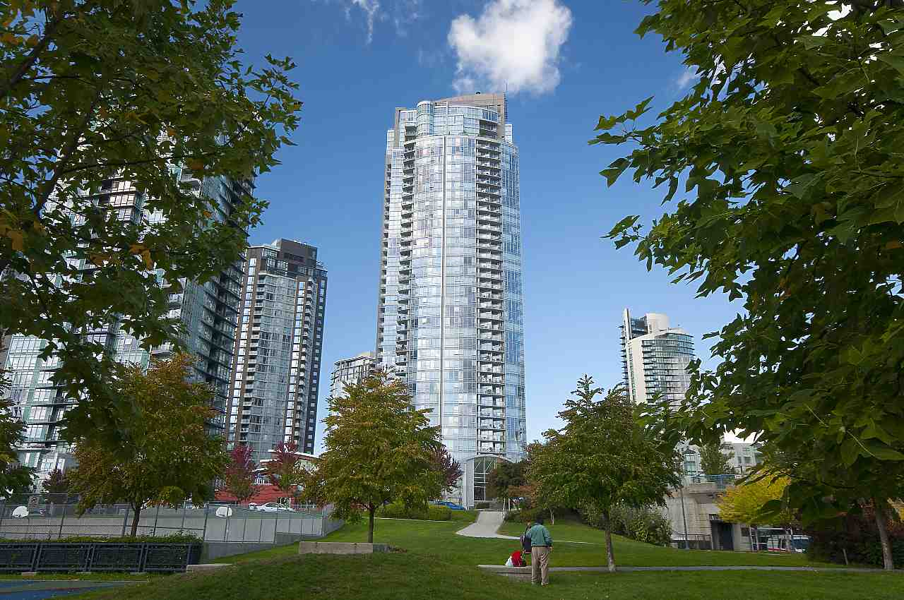 Yaletown Condo for sale: West One 1 bedroom 719 sq.ft. (Listed 2018-02-28)
