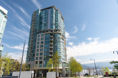 Coal Harbour Condo: Denia at Waterfront Place 1 bedroom  Stainless Steel Appliances, Granite Countertop, European Appliance, Glass Shower, Hardwood Floors