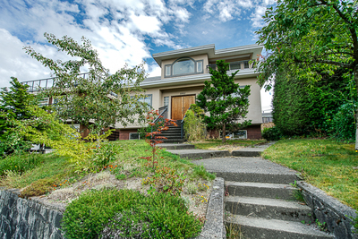 The Crest House for sale:  4 bedroom 3,000 sq.ft. (Listed 2019-08-13)
