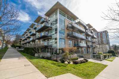 Central Lonsdale Townhouse for sale:  2 bedroom 1,145 sq.ft. (Listed 2018-04-07)