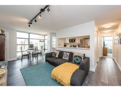 Collingwood VE Condo for sale:  2 bedroom 914 sq.ft. (Listed 2018-04-07)
