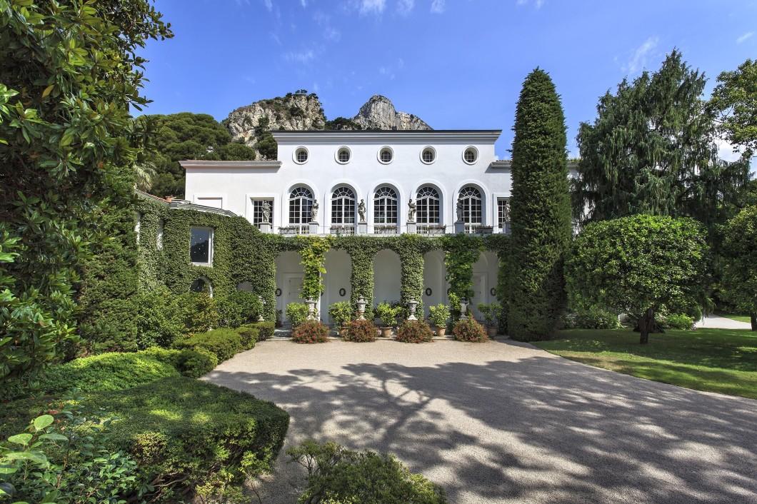 Just Outside Monaco Apartment: Château Mallet, France 9+
